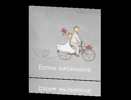 Magnifiek Mini kaart extra informatie bruidspaar op fiets krijtbord &UK68