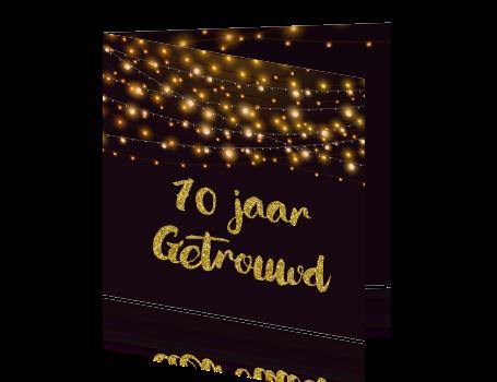 jubileumkaart 10 jaar getrouwd met lichtslingers en gouden glitters