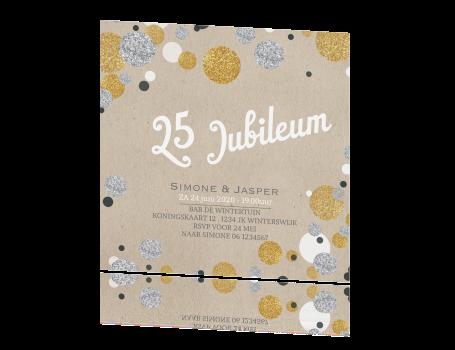 e20955a4a3c Uitnodiging jubileum met confetti in zilver en goudlook